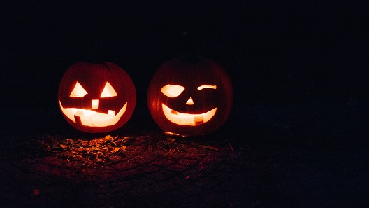 Today Halloween is celebrated all over the world. But we do we enjoy scaring ourselves? Photo: Beth Teutschmann on Unsplash.