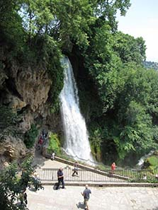 Waterfall of Edessa, a famous destination of an excursion with Greeks. Photograph: KW.