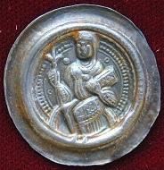 Pfennig mit der Darstellung der Kaiserin Beatrix, geprägt wahrscheinlich in Gelnhausen, nach 1170.