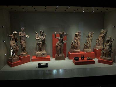 Tanagra figurines. Photograph: KW.