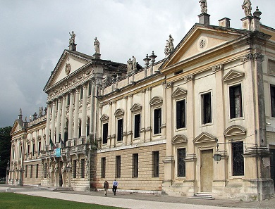 The beautiful façade of the Villa Pisani in Stra. Photo: Patrick Denker / CC BY 2.0.