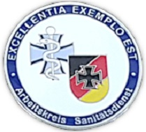 """The Medical Corps task force had color applied to this Coin. On the right, it features the emblem of the Verband der Reservisten der Deutschen Bundeswehr e.V. On the left, we can see the Medical Corps logo. The motto """"Excellentia Exemplo Est"""" is depicted below. Photo: R. Wieking."""