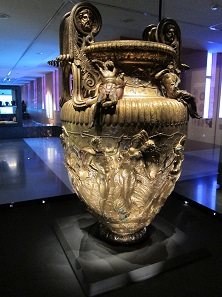 Derveni Krater. The mixing jar that was discovered in Grave B of Derveni. It is likely to indicate that the buried person was a follower of Dionysos. Archaeological Museum of Thessaloniki. Photo: KW.