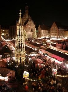 Der Nürnberger Christkindlesmarkt zieht jedes Jahr Besucher aus aller Welt an. Foto: Roland Berger / CC BY-SA 3.0.