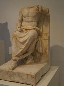 Kultstatue des Zeus Hypsistos. Foto: KW.