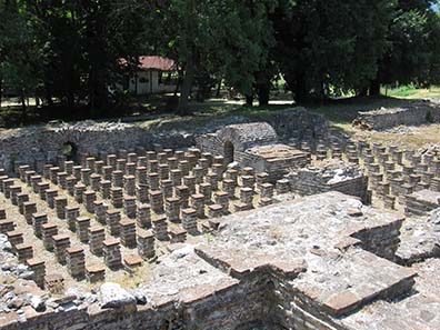 Hypocaust system of the Roman Baths. Photograph: KW.