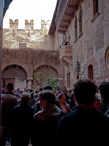 A young tourist skillfully enacts the role of Juliet high above the heads of the wide-eyed audience. Photo: BS.