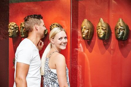 Gesichtsmasken aus dem Römerschatz im Gäubodenmuseum Straubing. Foto: Tourismusverband Ostbayern e.V.