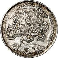 Silbermedaille von V. Maler auf die Rückeroberung der Festung Raab am 29. März 1598. Aus Auktion Künker 316 (31. Januar 2019), Nr. 525. Taxe: 1.000,- Euro.