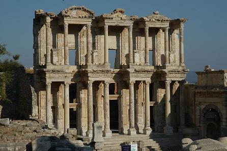 Die Celsusbibliothek von Ephesos. Foto: KHM-Museumsverband.