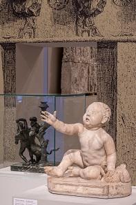 Knabe mit Brandgans. Römisch, Mittlere Kaiserzeit, 2. Jh. n. Chr., nach Bronzeoriginal aus dem 3. Jh. v. Chr. Foto: KHM-Museumsverband.