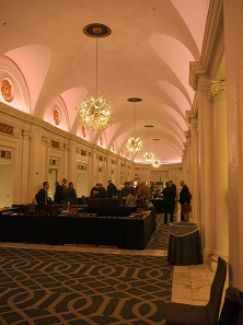 The lobby was home to registration tables, a book booth, and an abundance of boxes and other exclusive safe-keeping and storage accessories offered by the Italian company Abafil. It was also the way to get to the auction halls – and it was were you could get some of the popular drinking water! You encountered familiar faces in front of the elevators anyway. Don't be fooled by this picture. It was only this calm in the early hours of the morning. Photo: Björn Schöpe.
