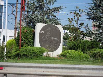Das Stadtwappen von Larisa ist eng mit den Münzen verbunden. Foto: KW.