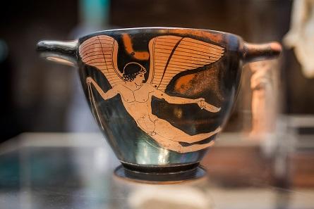 Trinkgefäss mit Erosfiguren. Griechenland (Attika), um 470 v. Chr. (Kä 426). © Ruedi Habegger, Antikenmuseum Basel und Sammlung Ludwig.