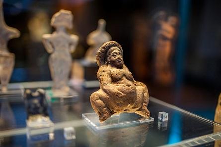 Tonfigur einer sog. Baube. Ägypten, römisch, ca. 2 Jh. n. Chr. (BSAe III 05410). © Ruedi Habegger, Antikenmuseum Basel und Sammlung Ludwig.
