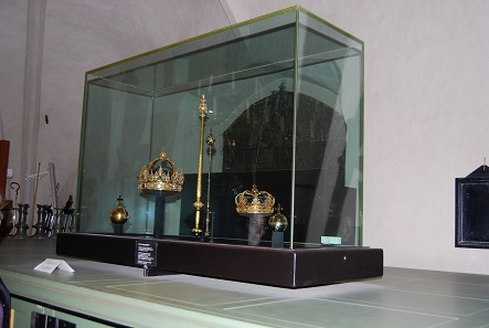 The safety display cabinet the crowns were stolen out of. Photo: KW.