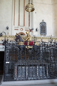 The grave of the owner and donor of the stolen crown: Charles IX. Photo: KW.
