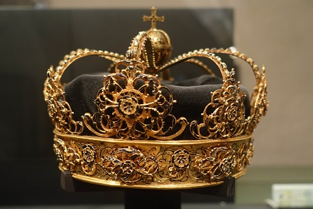 The valuable crowns of King Charles IX and his wife had been exhibited at Strängnäs Cathedral. Photo: KW.