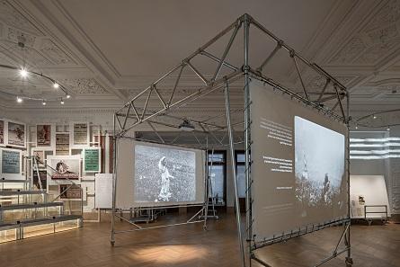 Die Ausstellung beginnt mit der Ausrufung der Republik Österreich am 12. November 1918. Foto: Hertha Hurnaus.