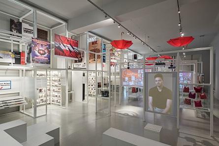 Die Einrichtung der neuen Ausstellungsräume kann problemlos umgebaut werden. Foto: Hertha Hurnaus.