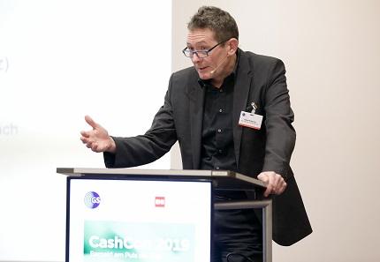 Soziologieprofessor Dr. Klaus Kraemer untersuchte die gesellschaftlichen Funktionen des (Bar-) Geldes. Foto: GS1 Germany / Jörn Wolter.