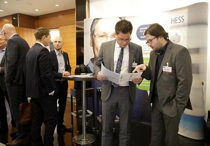 In zahlreichen Kaffeepausen konnten Konferenzteilnehmer sich auf dem Marktplatz über die neusten Entwicklungen im Bereich Geldlogistik informieren. Foto: GS1 Germany / Jörn Wolter.