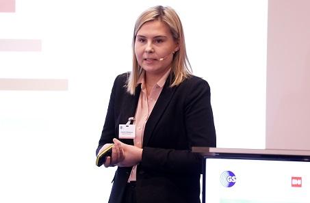 Johana Cabinakova von der Deutschen Bundesbank präsentierte mit ihrem Kollegen Fabio Knümann eine Studie über die Kosten der Bargeldzahlungen im Einzelhandel. Foto: GS1 Germany / Jörn Wolter.