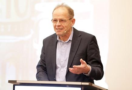 Journalist Dr. Norbert Häring ist überzeugt, dass es eine internationale politische Kampagne gegen das Bargeld gibt. Foto: GS1 Germany / Jörn Wolter.