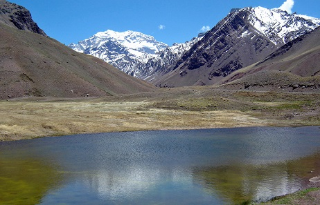 A view of the Aconcagua from the south. Photo: Mario Robert Duran Ortiz / CC BY 3.0.