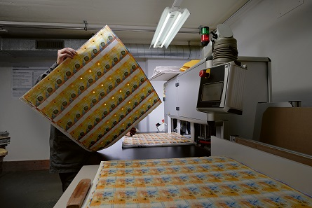 Production of Series 9 10-franc notes. One sheet contains 54 banknotes. Photo: Dominic Büttner / Orell Füssli Verlag.
