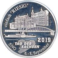 Die Medaille wird in drei Varianten ausgegeben: Silber, Kaiserzinn und vergoldet.