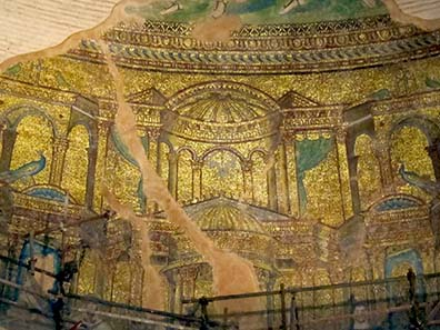 Mosaic remains in the Rotunda's cupola from the 4th cent. A. D. Photograph: KW.