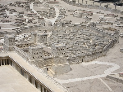 """In the """"Antonia Fortress"""", at the beginning of the war, a cohort (= in theory, 480 men) of the Legio X was stationed. Model Israel Museum, Jerusalem. Photo: UK."""