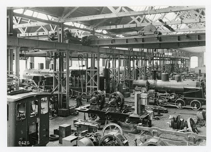 View of the locomotive assembly hall of the Schweizerische Lokomotive- und Maschinenfabrik (SLM, the Swiss Locomotive and Machine Works) in Winterthur, around 1900. Photo: Sulzer Archive.
