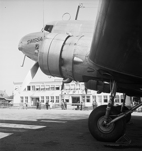 A Swissair DC-2 at Dübendorf, 1935. Photo: ETH Image Archive.