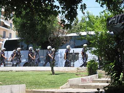 Polizisten in Bereitschaft. Foto: KW.