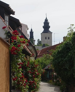 There are still a few quiet alleys in Visby after all, especially when the luxury liners have left. Photo: KW.
