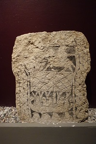 Picture stone from the 8th/9th century. Three men on a sailing boat. Photo: KW.
