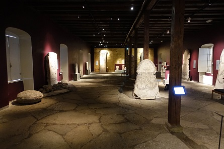 Picture stones from Gotland – filling an entire hall. Photo: KW.