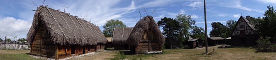 A Gotland farm, but a few centuries later. Rebuilt in the open-air museum of Bunge. Photo: KW.