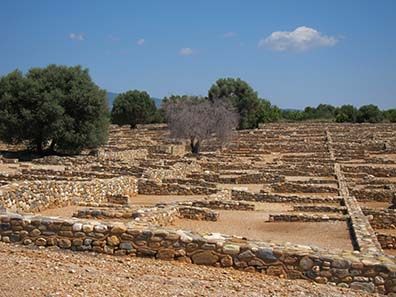 Die Überreste der Grabung lassen diese regelmäßige Bauweise erkennen. Foto: KW.