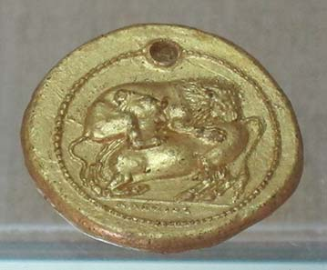 Goldabguß einer Tetradrachme von Akanthos. Foto: KW.