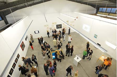 Blick in den großen Ausstellungsraum. Foto: Michael Kirsten, Berlin.