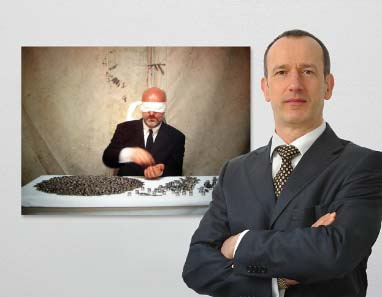 Stefan Haupt (2009) vor Michael Timpson: A Horse Man Rode Out, 1999. Foto: Michael Kirsten, Berlin.