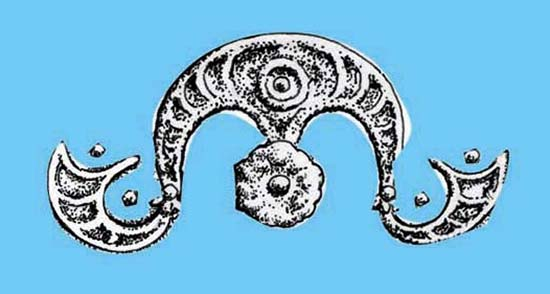 Cusp-and-roundel moon-crown from Carl's Crown. Worn by horse, king or druid? Or simply symbolic? Source: Jane Bottomley.