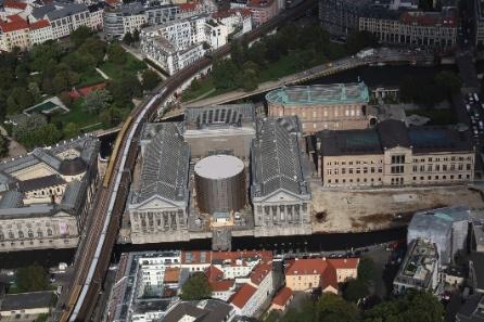 Museumsinsel mit Pergamonmuseum und asisi Rotunde aus der Vogelperspektive, 2011 © asisi.