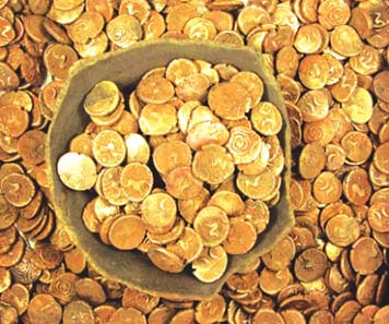 Wickham Market hoard, Suffolk, 2008. 840 gold staters, almost all of Iceni c. 20 BC-AD 20. Found by metdets Michael Dark and Keith Lewis, site dug by archies. Coins valued at GBP 300,000, now in Ipswich Museum. Photo: Judith Plouviez (C) Suffolk County Council Archaeology Service.