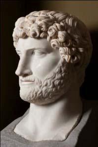 Colossal head in white marble of Roman Emperor Hadrian (120-125 AD). © K.U. Leuven, Bruno Vandermeulen, Danny Veys.