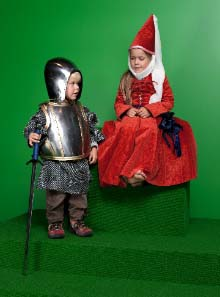 For once, children are not only allowed to look at medieval weapons and suits of armour, they can actually touch them and even wear armour. In the 'Knight's Room' girls can dress up as a medieval lady and boys can put on a knight's harness and have their photograph taken.© Swiss National Museum.