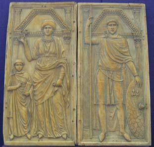Stilicho (r.) with his wife Serena and the son Eucherius (l.) on an ivory diptych. Replica from Römisch-Germanisches Zentralmuseum Mainz. Original c. 395 AD, today in Monza. Source: Wikipedia.